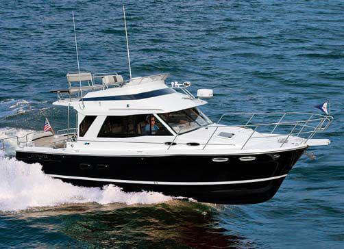 Обзор новой модели яхты Cutwater 30 Command Bridge