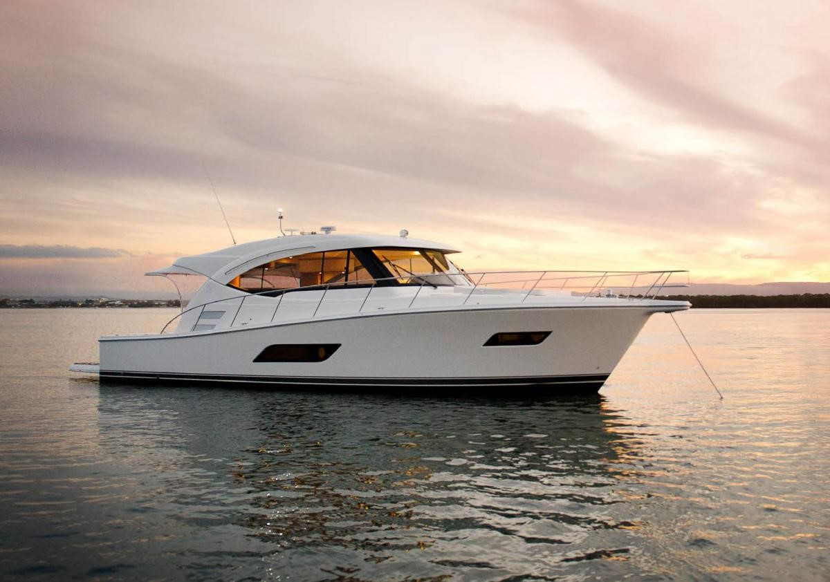 2016 RIVIERA 525 SUV Yacht Review
